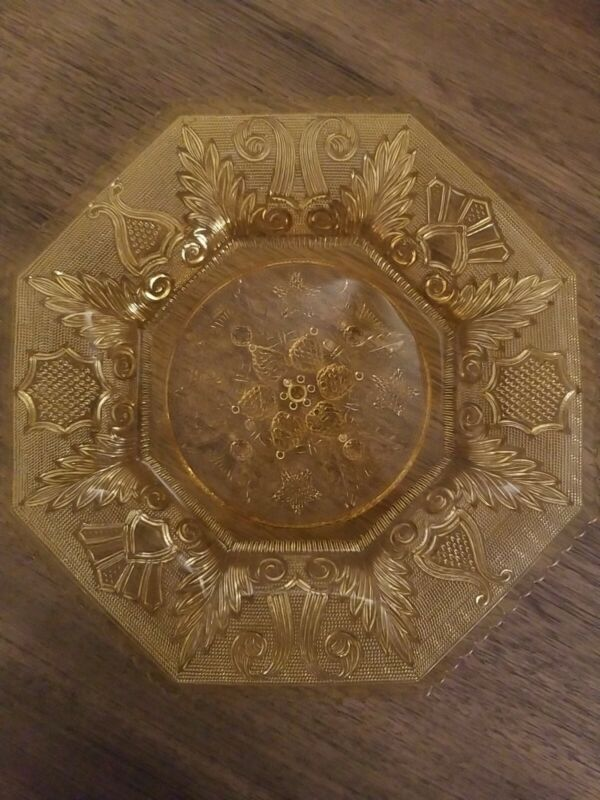 """Vintage Amber 9 1/2"""" Dinner Plate - not sure about pattern"""
