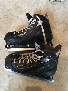 Patins gardien de but taille 7 CCM