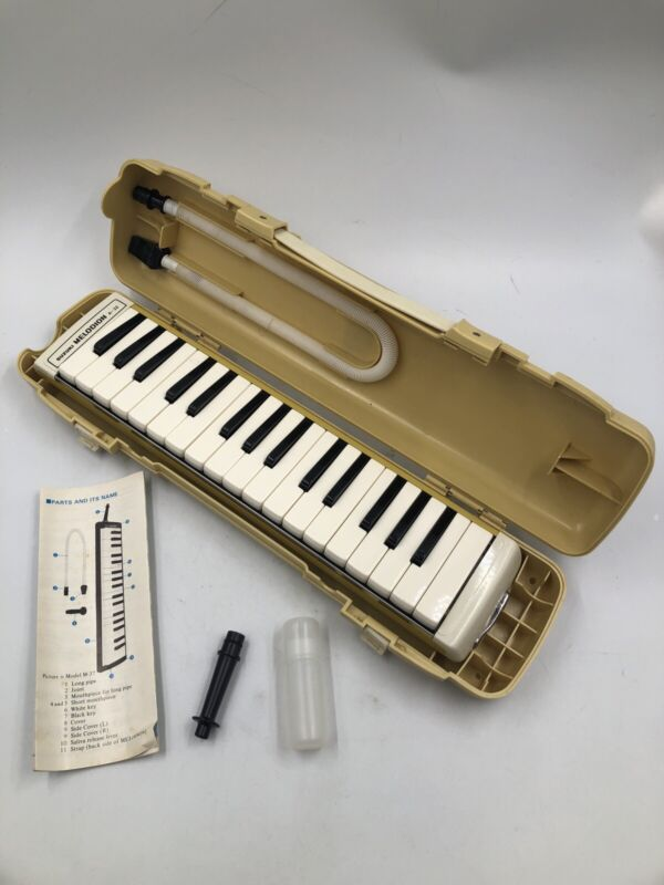 Suzuki Melodion A-32 ~ Vintage Melodica ~ Excellent Condition w/ Orig Case