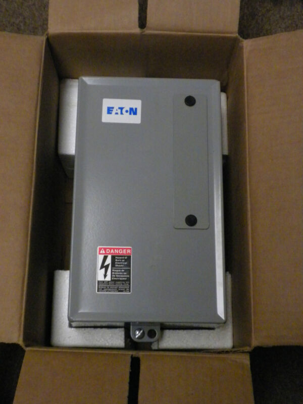 EATON/CUTLER HAMMER ECL03B1A4A WITH LIGHTING CONTACTOR