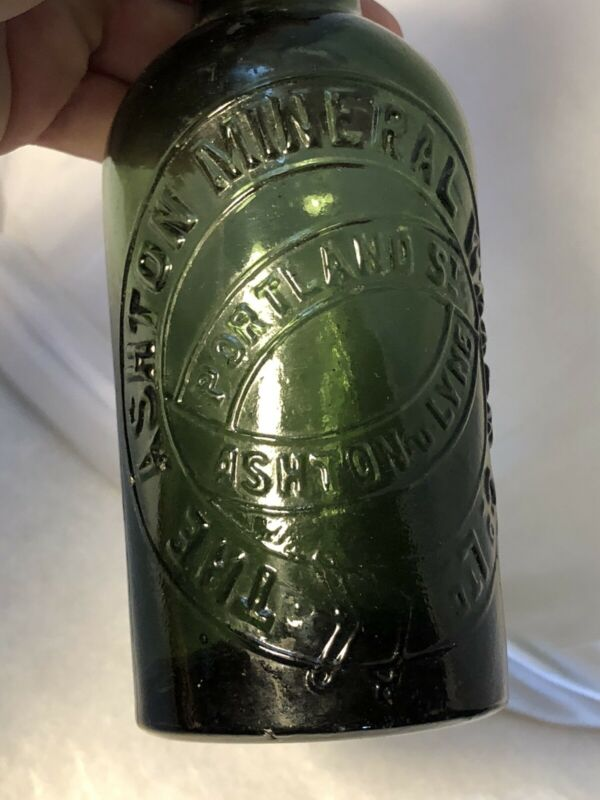 Antique UK ASHTON Mineral Water Co Green Bottle w/ ORIGINAL EBONITE SCREW TOP