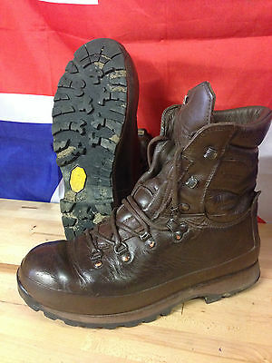 Genuine British Army Brown Alt-Berg Defender  Altberg Combat Boots Grade 1