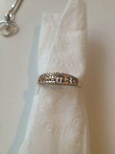 "9ct Gold Diamond ""SISTER"" Ring Cameron Park Lake Macquarie Area Preview"
