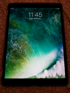 Ipad pro 10.5 - used only 1 month 64gb wifi