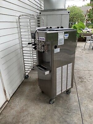 Stoelting F231 Ad1 Soft Serve Frozen Yogurt Twin Ice Cream Machine. Clean