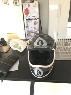 Sixsizone dirt bike helmet