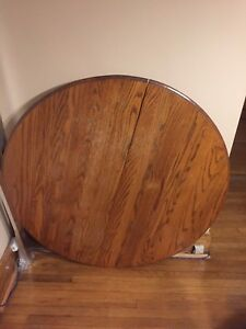Round Dinning Room Table and Chairs