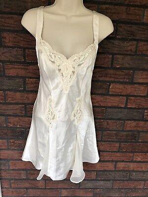 Victoria's Secret Ivory Honeymoon Gown XS Beaded Lace V-Neck Flouncy Bottom EUC