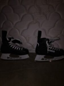 *Almost new* BAUER SKATES