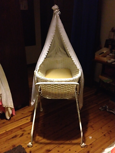 Vintage baby bassinet Cringila Wollongong Area Preview