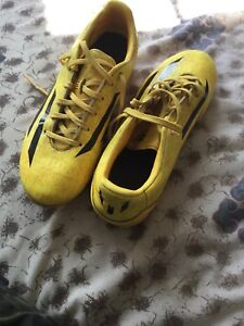 Messi f10 soccer cleats size 8