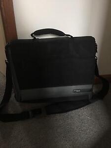 """Belkin 16"""" laptop messenger bag Fulham West Torrens Area Preview"""