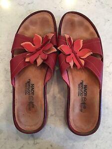 Ladies Naot sandals
