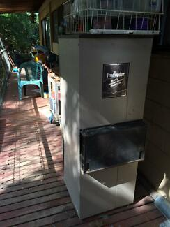 Free Old Vulcan Freeloader Gas Hot WaterSystem Elanora Heights Pittwater Area Preview