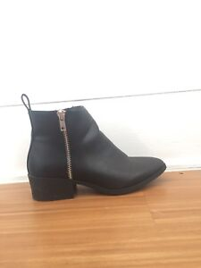 New Look black boots size 6 or 7
