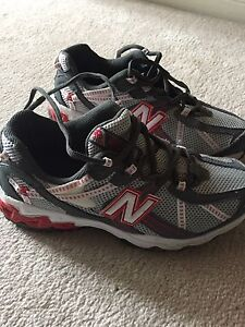 Boys size 4 new balance shoes - perfect condition