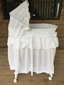 Used baby bassinet Mulbring Cessnock Area Preview