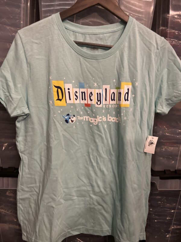 """Disneyland Resort Park Exclusive """"The Magic is Back"""" Womens T-Shirt Large NEW!"""