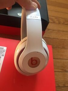 BEATS BY DRE STUDIO 2.0 WHITE LIKE NEW BARELY USED