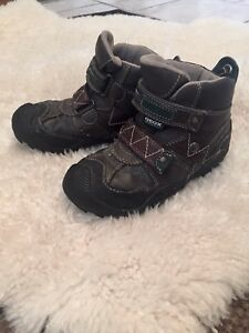 Almost new Geox winter shoes .size9.5