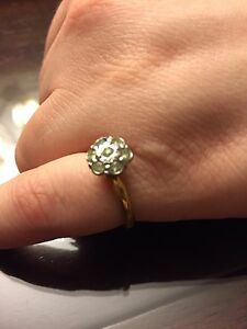 18k gold vintage engagement ring with 7 diamonds