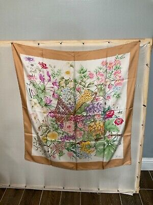 """Gucci Scarf 100% Silk Authentic Basket of Flowers 34"""" Vintage."""