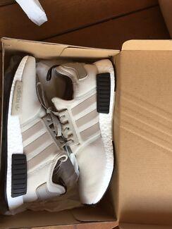 Adidas NMD ash grey/burgundy Footlocker exclusive - Size 10.5