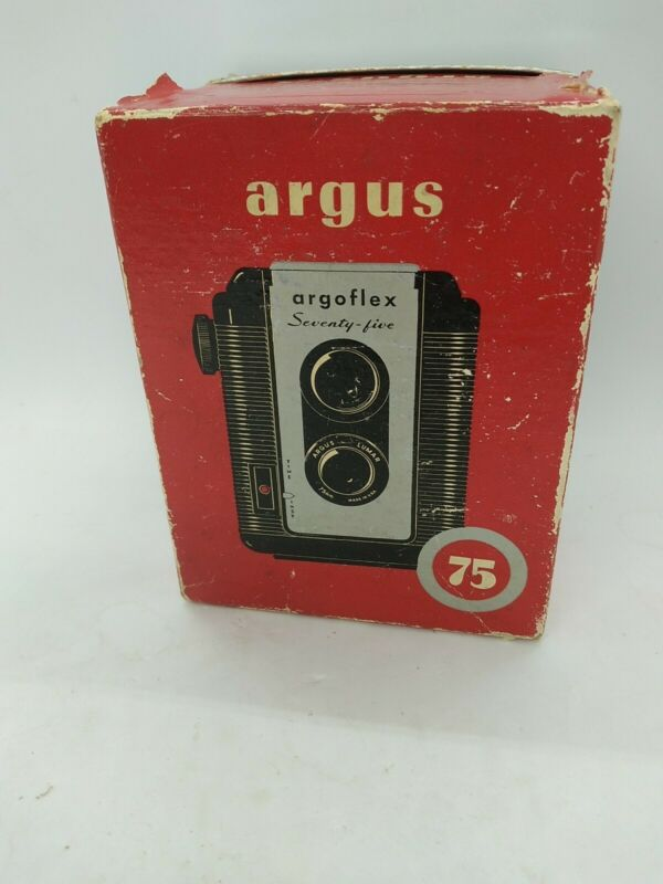 Vintage ARGOFLEX SEVENTY FIVE Box Camera w/Argus Lumar 75mm Lens Not Tested