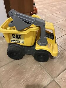 Small CAT truck with claw shovel