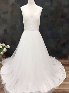 Beautiful lace wedding gown 11 Shailer Park Logan Area Preview