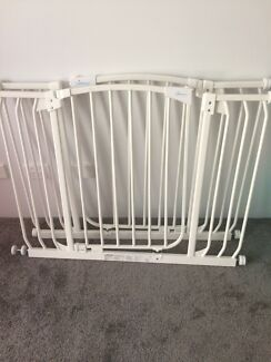 Wanted: 2 x Dreambaby gates from Baby Bunting