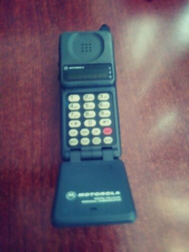 VINTAGE CELLULAR MOBILE MOTOROLA FLIP PHONE