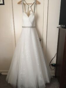 Brand New Size 16 Wedding Dress Ball Gown Style