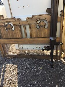 Solid wood vintage queen size bed  London Ontario image 1