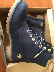Selling Blue Men's Size8 Timberland boots