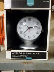Battery powered analog alarm clock
