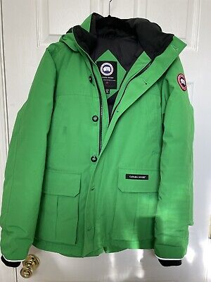 100% Authentic Canada Goose Parka in Green. Size Youth Size XL( 18)or Adult Sz S