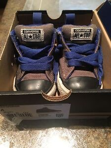 Infant size 4 converse all stars