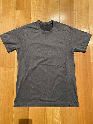 Lululemon Men's Metal Vent Tech Short Sleeve Shirt Size Medium Grey