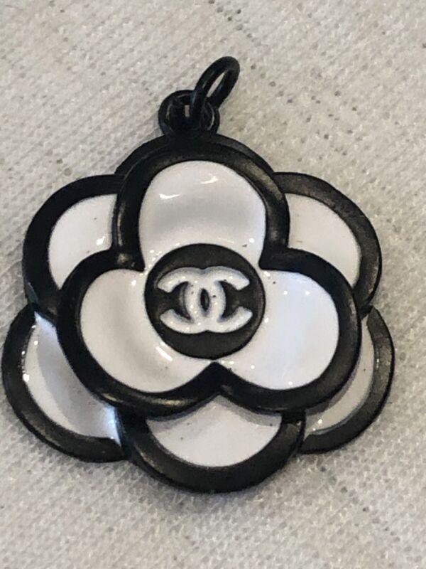 Camellia  Flower Zipper Pull Black White Large 29mm