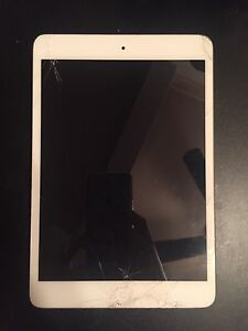 White/Silver Apple Ipad Mini for sale ! 16 Gb