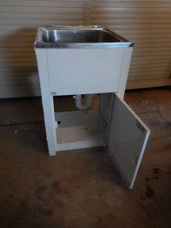 LAUNDRY SINK AND PLUMBING FITTING