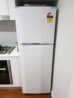 samsung fridge 343l near new only 5 months old still under warranty
