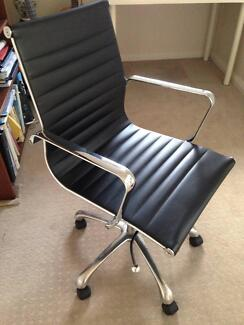 BLACK AND CHROME OFFICE SWIVEL CHAIR