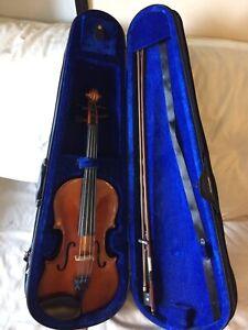 4/4 Beginners Violin + Accessories
