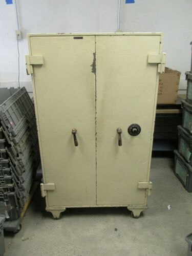 VINTAGE LARGE SARGENT & GREENLEAF DOUBLE DOOR STEEL SAFE LOCAL PICK UP ONLY