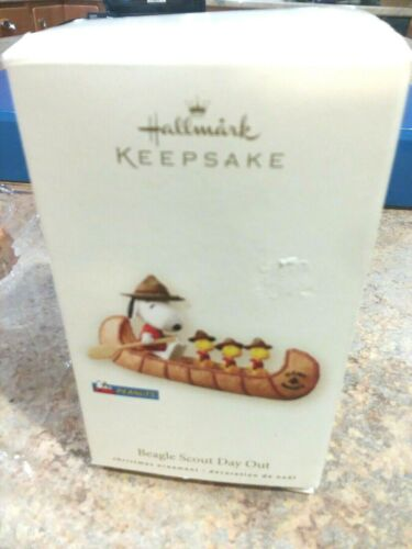 2008 Hallmark Ornament Peanuts Snoopy Canoe Beagle-Scout Day Out