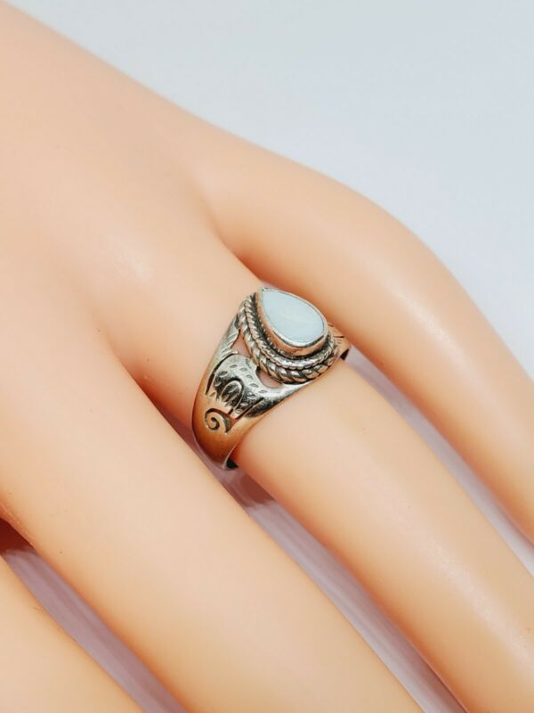 Vintage 925 Sterling Silver White Moonstone Ring Sz 6.25 (92)