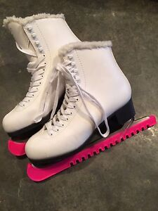 Size 9 youth figure skates (mint)
