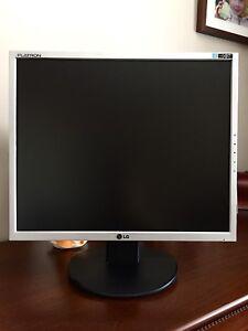 """Pc écran d'ordinateur/ monitor LG L1952TQ 15""""8"""